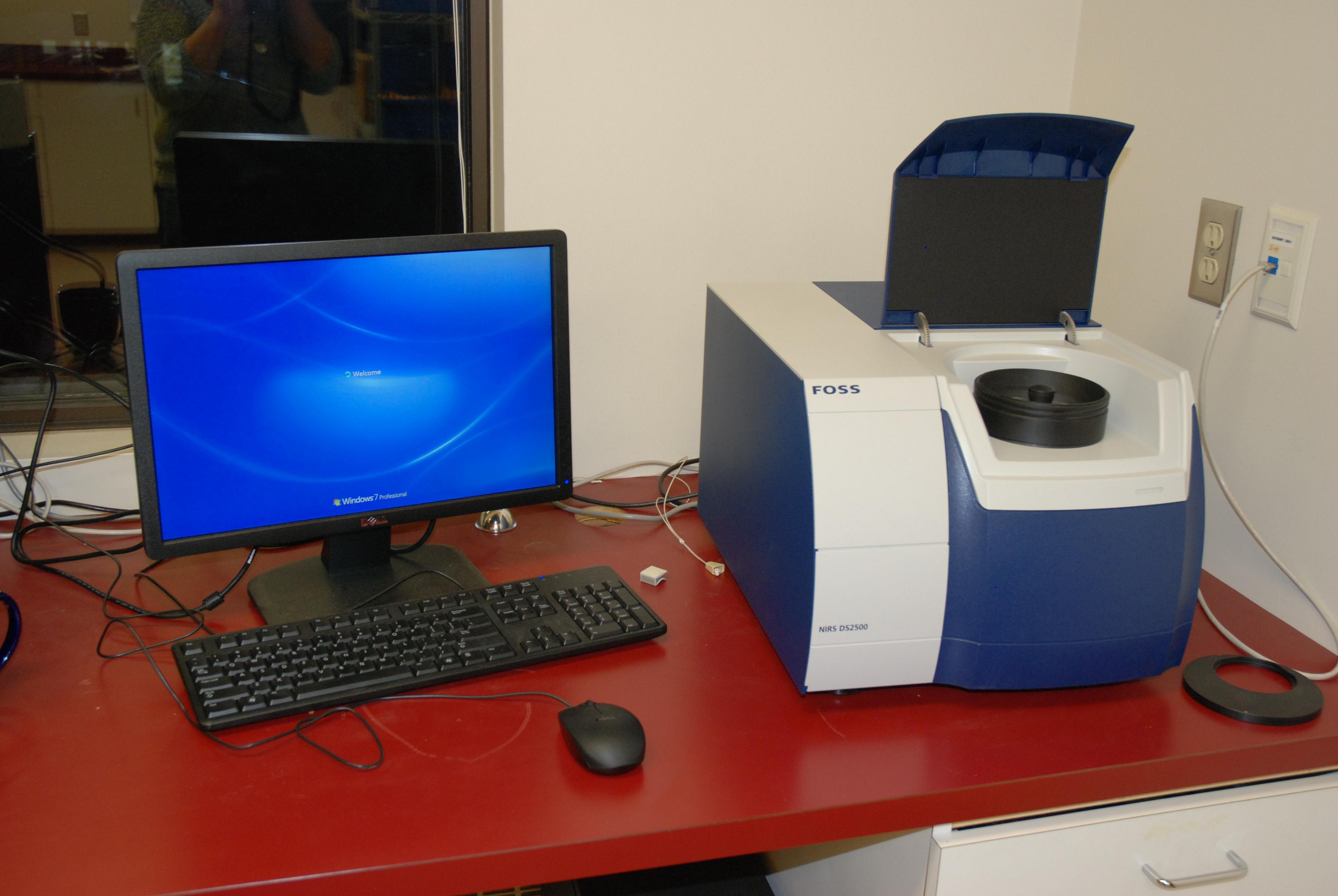 FOSS DS2500 spectrometer